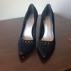 Like new women's BCBG pump